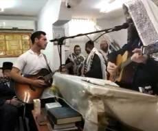 המניין המוזיקלי של הרב מענדל ראטה. צפו