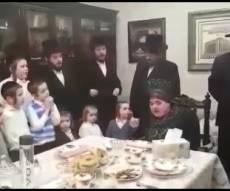מדוע בכתה הרבנית מבעלזא? צפו בתיעוד