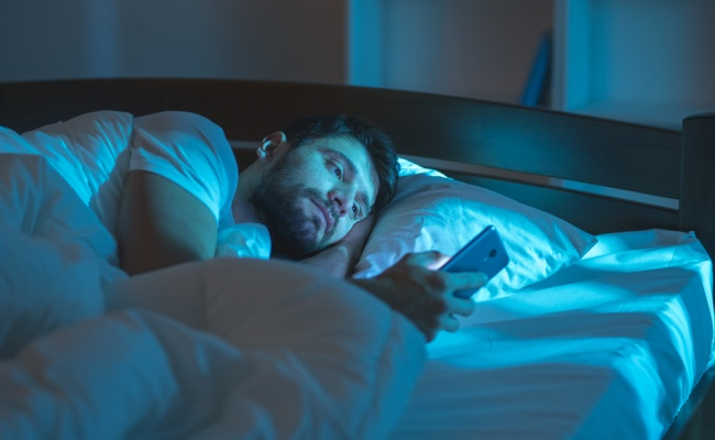 לא יאומן: יתכן שאתם מסמסים מתוך שינה