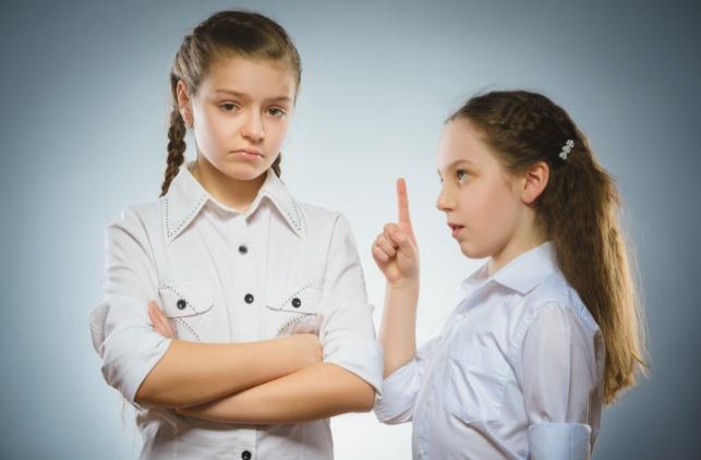 איך מחמיאים לילד אחד בלי שהשני יקנא?