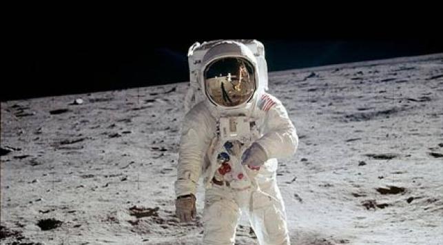 ניל ארמסטרונג על הירח