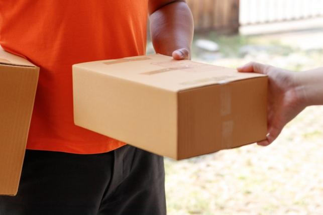 יומלץ על פטור מאגרות מכס על חבילות עד  1000 דולר
