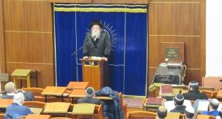 הרבי ממודז'יץ במסירת שיעור ב'מרכז הרב'