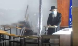 ראש ישיבת 'גרודנא' בריקוד