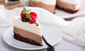 טריקולד שוקולד: בראוניז, מוס וקצפת