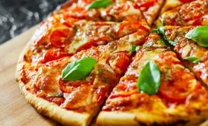 כיצד להכין בצק פיצה ביתי ללא שמרים