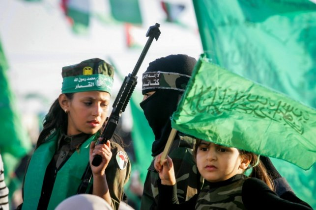 צעירות עזתיות בעת תהלוכת חמאס. אילוסטרציה
