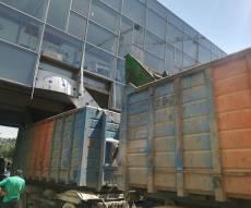 ירושלים: משאית נכנסה בגשר להולכי רגל