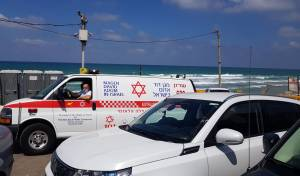 בחוף 'קרית צאנז': אישה טבעה, מצבה קשה