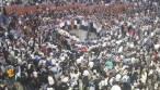 תיעוד מרגש: אלפים בכותל שרים בדבקות