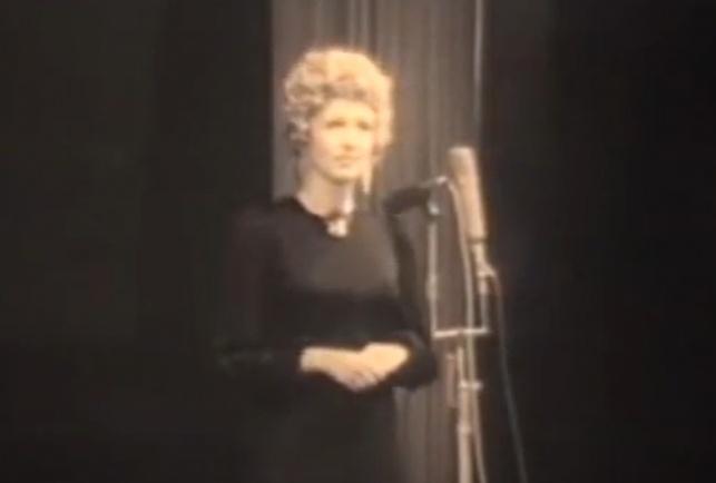 מה עשה הרב אורי זוהר בהלוויית הזמרת?