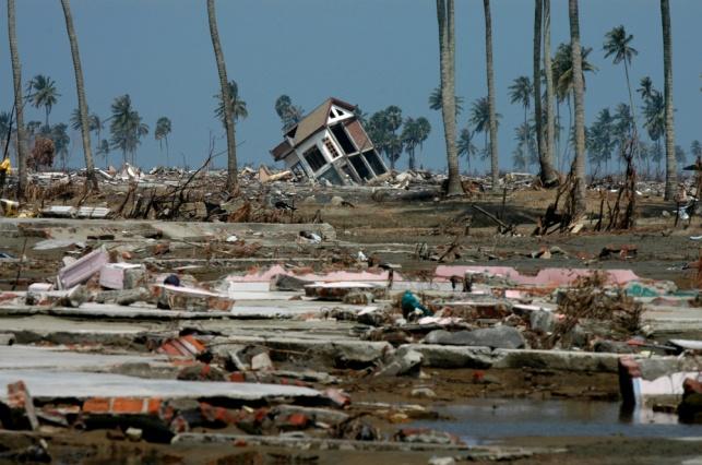 אינדונזיה, מוכת רעידת אדמה וצונאמי ב-2006