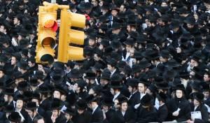 ההפגנה במנהטן נגד חוק הגיוס, ב-2014 - כך מתנהל המאבק על השליטה ביהדות אמריקה