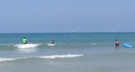 חוף הגלישה בקריית ים - אימה בחוף: מטען חבלה נמצא צף במים