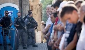 """פלסטינים בכניסה להר הבית - הבית הלבן: """"ארה""""ב מודאגת מהמתיחות סביב הר הבית"""""""
