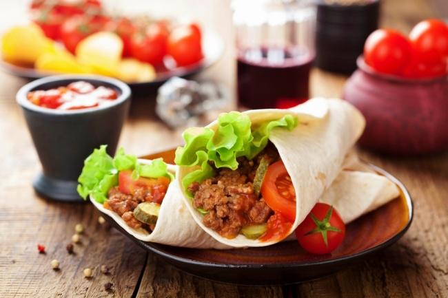 טורטיות במילוי בשר מתובל בסגנון מקסיקני