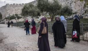 הנשים גילו שהן יהודיות באקראי. אילוסטרציה