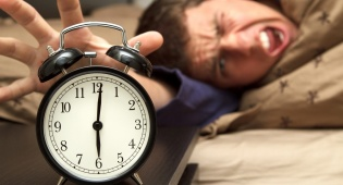 תתעודד, ככל הנראה אתה אינטליגנטי יותר - אנשים שמתקשים לצאת מהמיטה - אינטליגנטים יותר