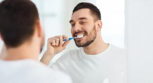 הקץ לשמועות: מוצרים להלבנת שיניים באמת מזיקים?