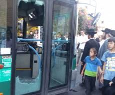 המהומה סביב האוטובוס המנופץ - כעונש לנהג: שמשות האוטובוס נופצו • צפו
