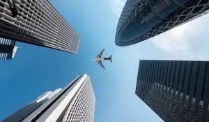 מטוס בשמי טוקיו