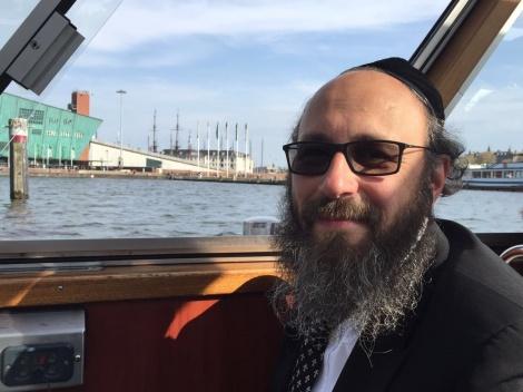 רבה של אמסטרדם - הרבנים סיכמו עם הממשל: תחודש השחיטה הכשרה בהולנד