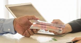 """הפיקוח על הבנקים דורש מישראכרט להסיר את קמפיין """"המינוס הופך לפלוס"""""""
