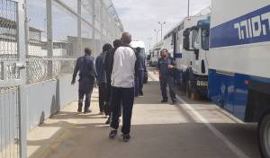 """שב""""ס פינה אסירים מבית הסוהר 'סהרונים'"""