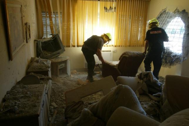 בית שנפגע מטיל. ארכיון