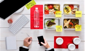 4 דרכים לעוף וירקות אפויים בתבנית אחת - צפו: ארוחת צהריים בריאה וטעימה לכל יום בשבוע