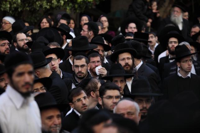 """לזכר קדושי הפיגוע בהיפר כשר:  """"הועד העולמי"""" יעניק שני ספרי תורה לקהילה היהודית בצרפת"""
