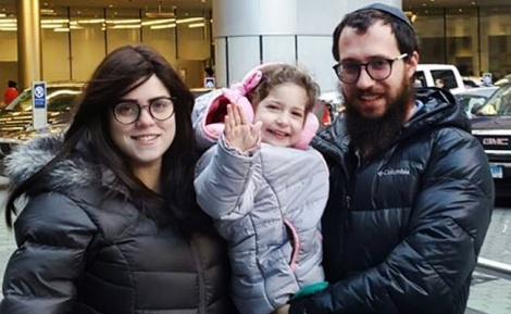 """דינוש והוריה - """"תנו לייק לפייטרית"""": דינוש שוחררה מבית החולים"""