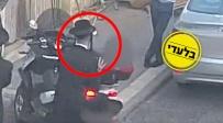 תיעוד: המפגין הפך את הקטנוע המשטרתי