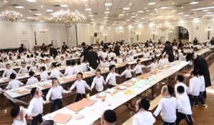 500 ילדי סאטמר במסיבת חומש אחת