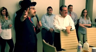 ליפא מפתיע את ורדיגר - מסיבת ההפתעה של ליפא לנשיא אגודת ישראל