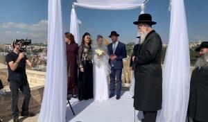 הרב גרוסמן התפלל בכותל, וסידר קידושין