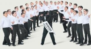 איצי בולד מגיש אלבום חדש ל-NYBC: 'מנגן'