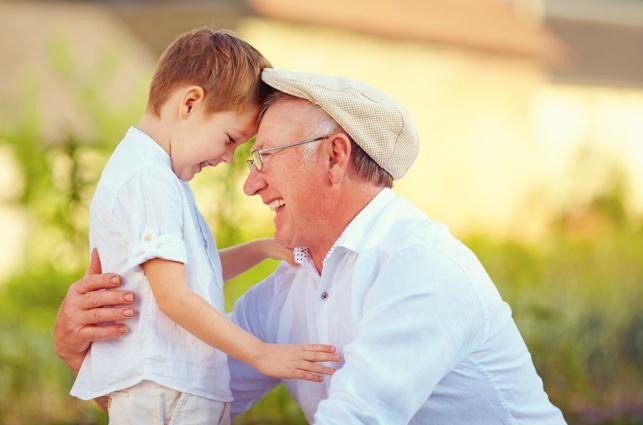 תרופת סבתא: 4 יתרונות שיש לבילוי עם סבא וסבתא