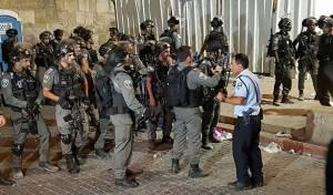 העימותים, אמש - עימותים ליד הר הבית; שני שוטרים נפצעו