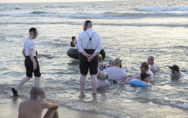תיעוד מבפנים: בין הזמנים בחוף הנפרד