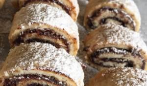 עוגיות תמרים מגולגלות בבצק פריך