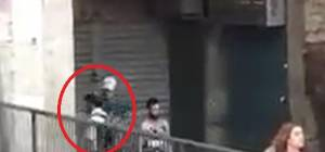 צפו: ערבי שופך קפה רותח על יהודי ברחוב
