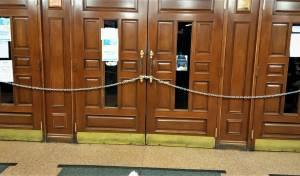 """דלתות 770, מרכז חב""""ד העולמי, סגורות"""