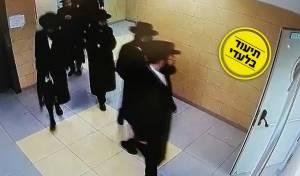 הקיצוניים פורצים אל האולם