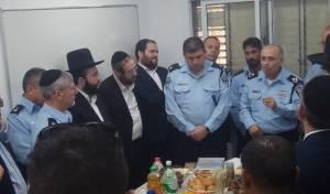 """נכד הגר""""ח קבע מזוזות בתחנת המשטרה"""