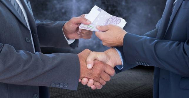 השתמש בכספי שותפות. אילוסטרציה