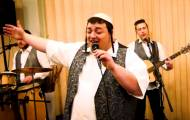 """יואלי וייס בסינגל חדש בעברית: """"שמחתנו"""""""