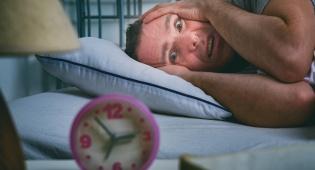 כבר נמאס לכם לספור כבשים? אילוסטרציה - לא נרדמים? מנסים להתעלם מהשעון המתקתק?