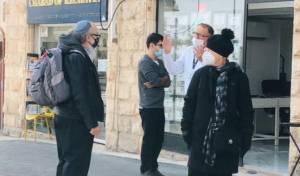 יונתן פולארד ורעייתו תועדו ברחוב הירושלמי
