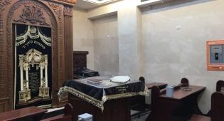 שיפור התנאים בבית הכנסת על-ידי אלקטרה